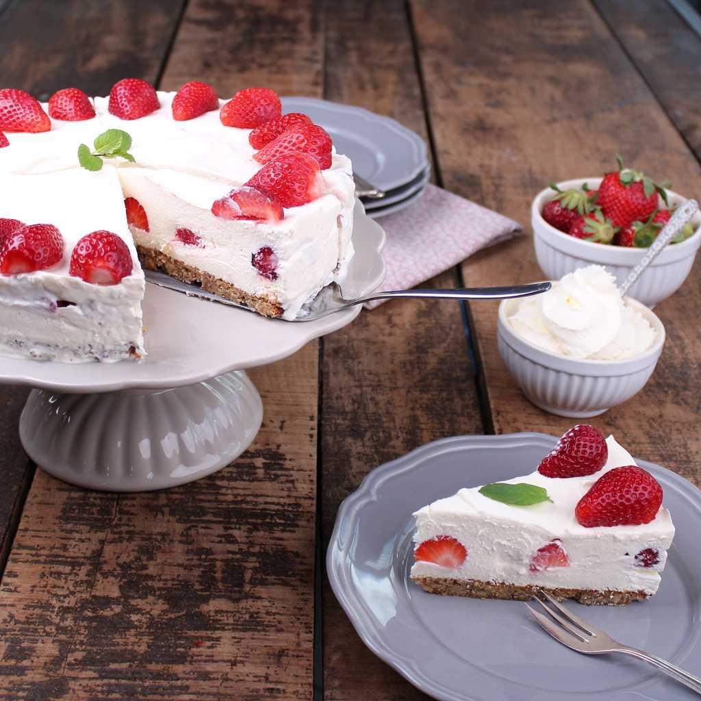 Erdbeer-Sahne-Torte aus einem Low Carb Kochbuch