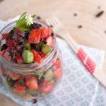 Erdbeeren und Spargel mit Schokolade zu einem Low Carb Dessert verarbeitet