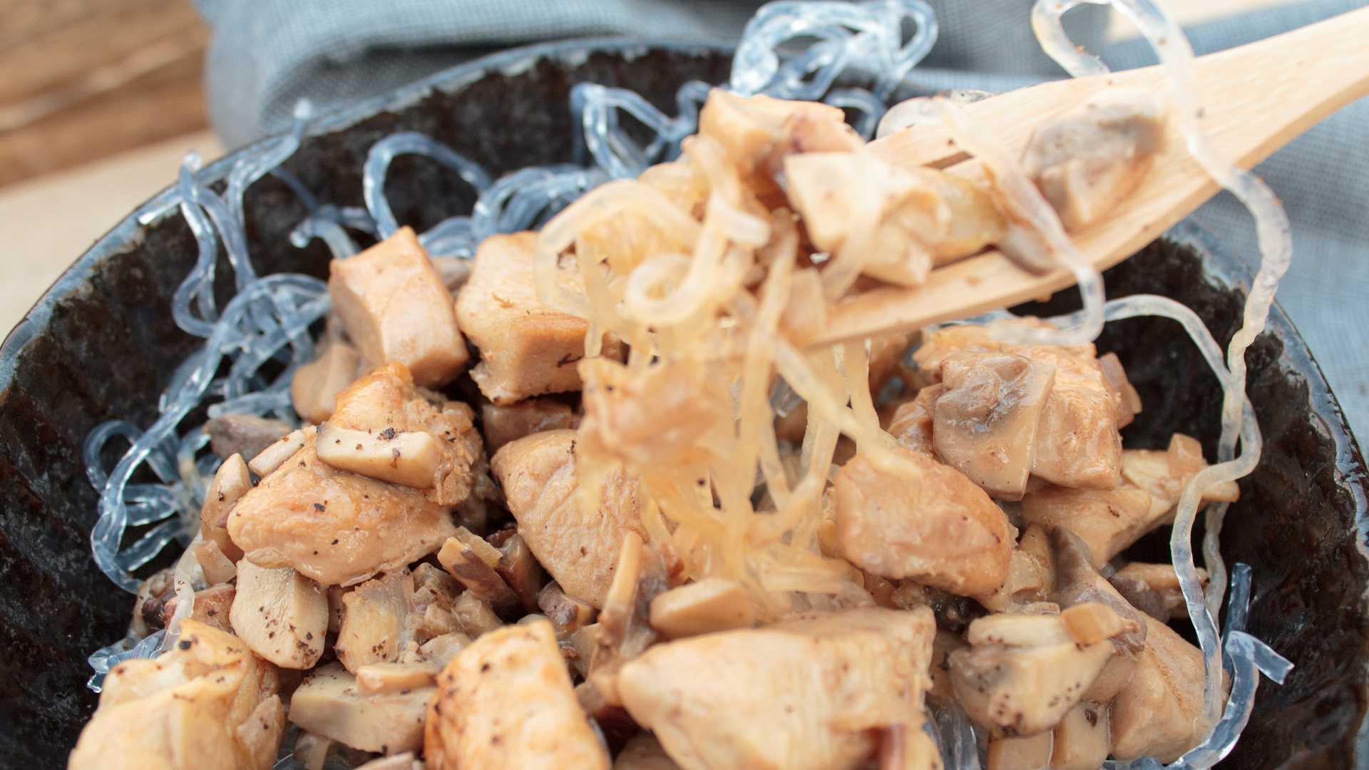 Low Carb Spaghetti mit Hähnchenfleisch