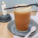 Bulletproof Coffee in einem Glas, fuer das Keto Fruehstueck