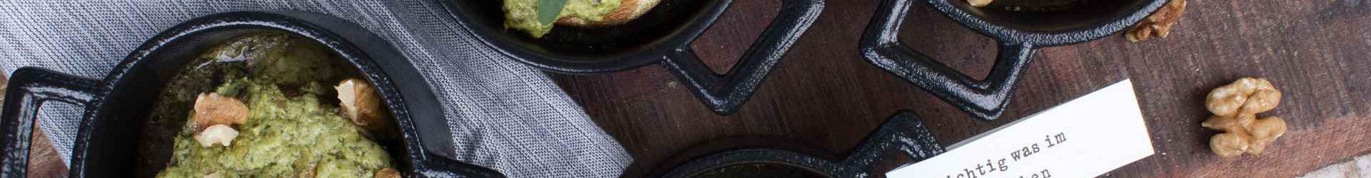 Gefüllte Champignons mit Speck und Feta-Dip