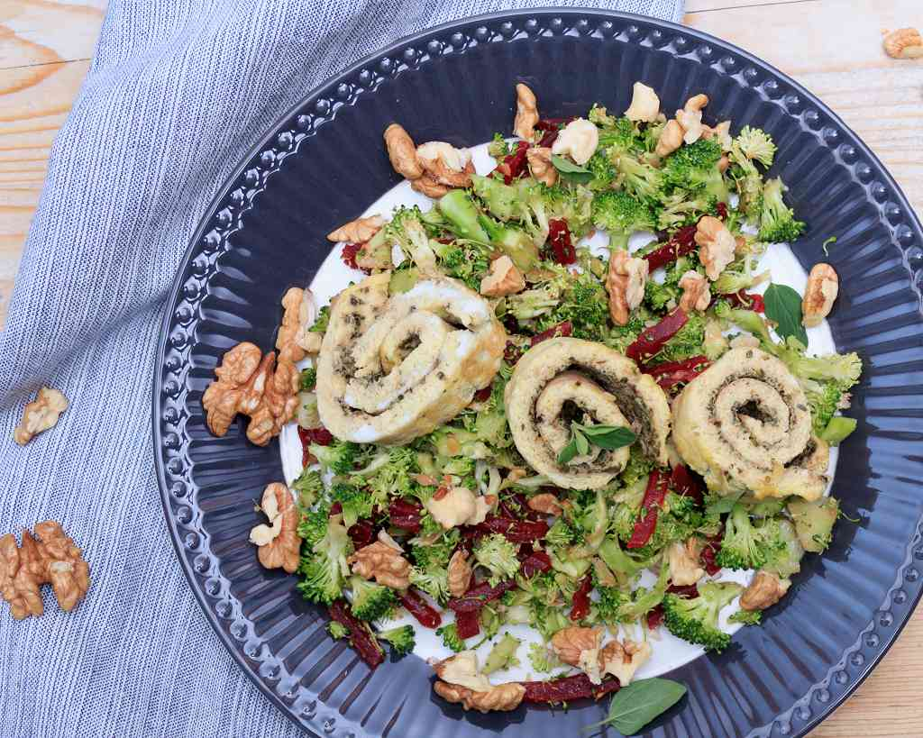 brokkoli salat mit omelette r llchen volle kanne gesund. Black Bedroom Furniture Sets. Home Design Ideas