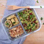Low Carb to go, Brokkoli-Salat in einer Lunchbox