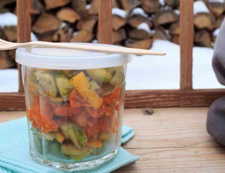 Rosenkohl-Salat mit Pulled Chicken