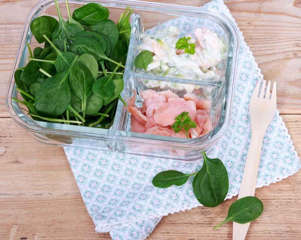 Low Carb Spinatsalat für unterwegs